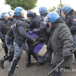 Tensione davanti all'Ikea ©ilPiacenza 19-2