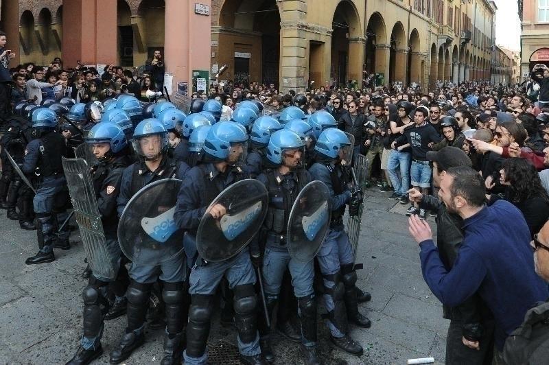 Bologna, vendetta contro gli studenti: 25 denunce ...