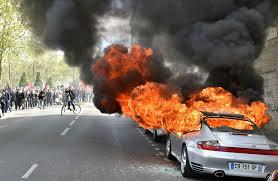 Francia porsche bruciata