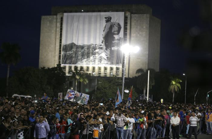 A crowd stand behind a fence as trey attend attend a rally honoring the deceased Cuban leader Fidel Castro at the Revolution Plaza in Havana, Cuba, Tuesday, Nov. 29, 2016. Schools and government offices were closed Tuesday for a second day of homage to Fidel Castro, with the day ending in a rally on the wide plaza where the Cuban leader delivered fiery speeches to mammoth crowds in the years after he seized power. Fidel Castro passed away Friday Nov. 25. He was 90.(ANSA/AP Photo/Ricardo Mazalan) [CopyrightNotice: Copyright 2016 The Associated Press. All rights reserved.]